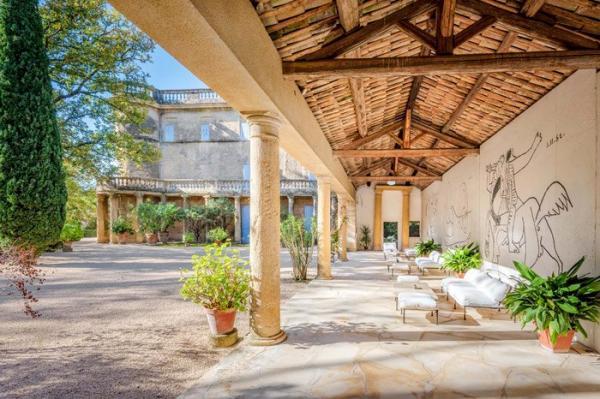 Легендарный замок с фресками Пабло Пикассо выставлен на продажу (ФОТО)