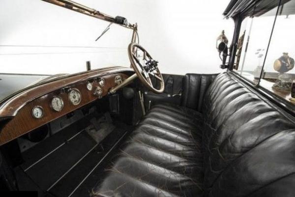 Великолепие на колесах: в столице Великобритании продадут уникальный автомобиль Rolls-Royce (ФОТО)
