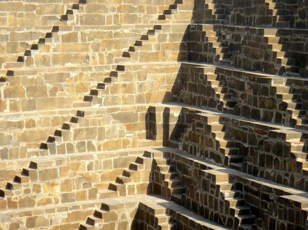 Уникальный колодец Чанд Баори - одна из главных достопримечательностей Индии (ФОТО)