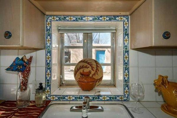 В лучших традициях «глиняного века»: необычный дом в Нью-Мексико (ФОТО)
