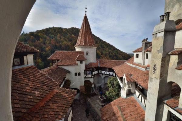 Экстремальный досуг: туристам предложили провести ночь в замке Дракулы (ФОТО)