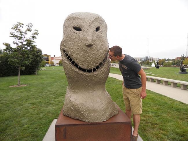 18 нелепых статуй со всего мира, за которые стыдно местным жителям (ФОТО)