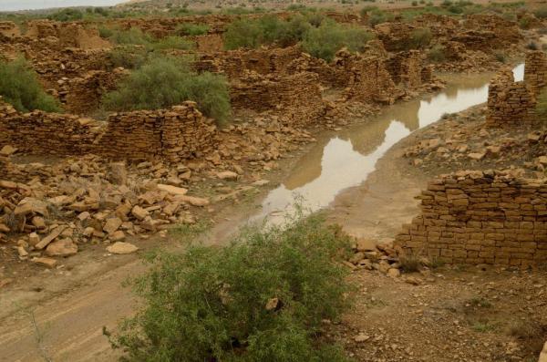 Мистическая деревня: место смерти в Индии (ФОТО)