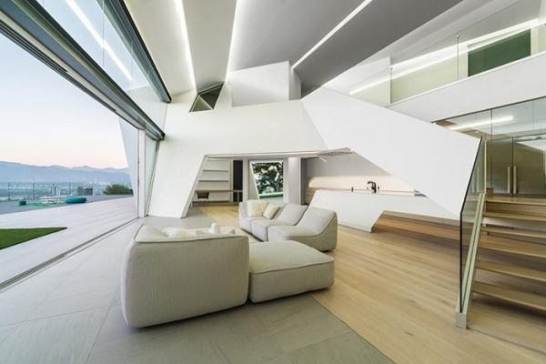 Белоснежный особняк: асимметричная геометрия на Голливудских холмах (ФОТО)