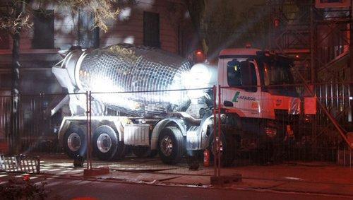Французский художник превратил бетономешалку в поразительный диско-шар (ФОТО)