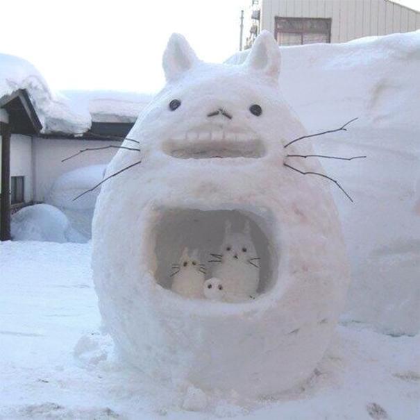 20 курьезных снимков снеговиков и забавных снежных скульптур (ФОТО)