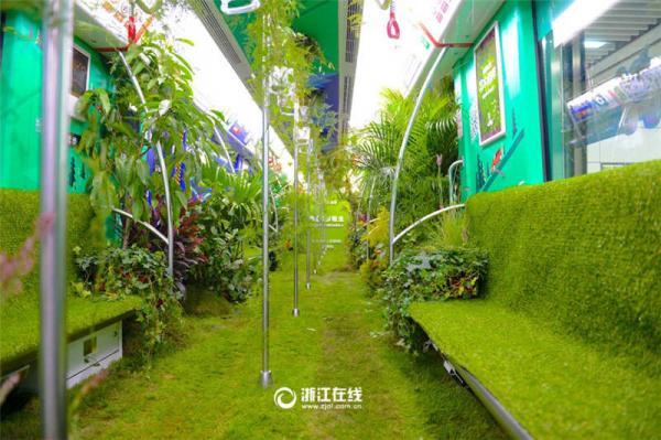 В Китае вагон метро превратили в зеленый лес (ФОТО)
