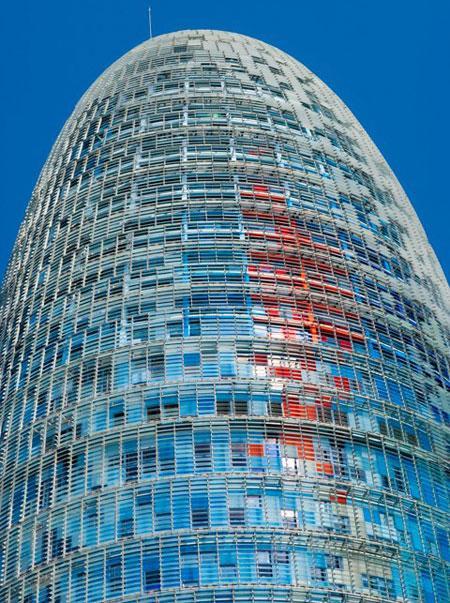 Башня Агбар - символ современной Барселоны (ФОТО)