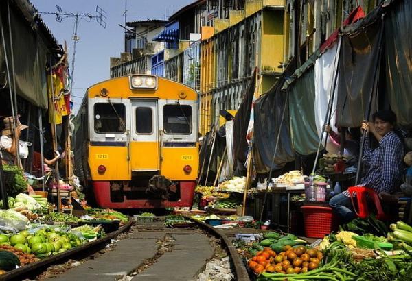 Диковинная Азия: самый необычный торговый рынок в мире (ФОТО)