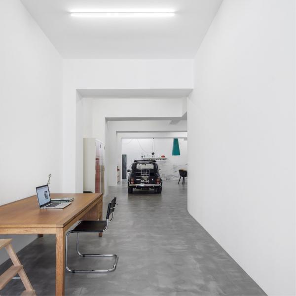 Умельцы из Португалии превратили обычный гараж в комфортабельное жилье  (ФОТО)