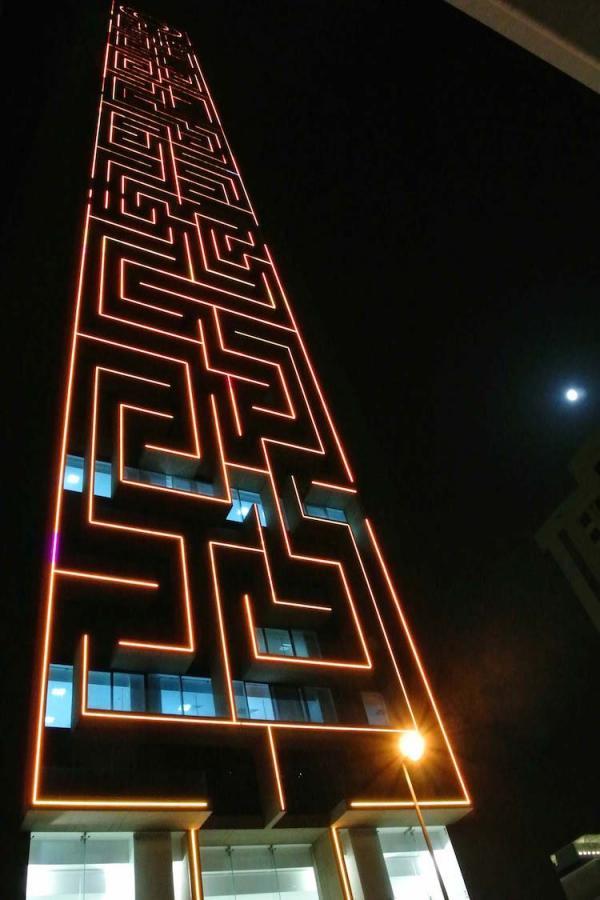 Диковинная архитектура: самый большой вертикальный лабиринт в мире (ФОТО)