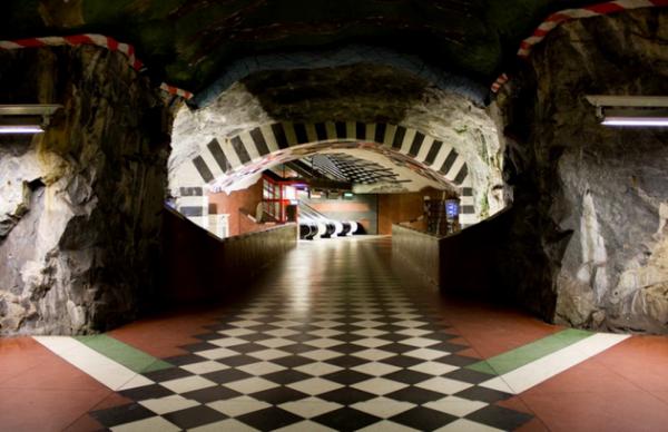 Художественная галерея под землей: самый красивый метрополитен в мире (ФОТО)