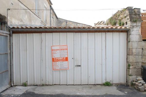 Оригинальная работа: фотограф из Франции превратил обычный гараж в уютное жилище (ФОТО)