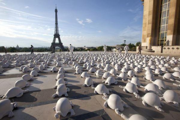 Семь инсталляций, которые напоминают о войне (ФОТО)
