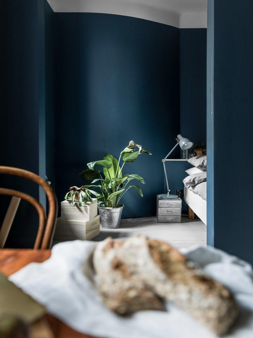 Индивидуальность в сине-серых тонах: Интерьер небольшой квартиры в Стокгольме (ФОТО)