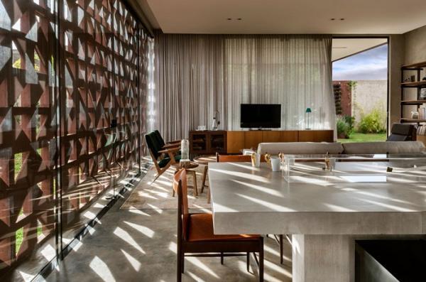 Дом с фасадом, который защитит и от солнца, и от любопытных взглядов (ФОТО)