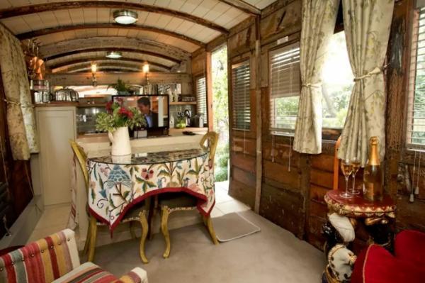 В Англии старый вагон пассажирского поезда превратили в роскошный отель (ФОТО)
