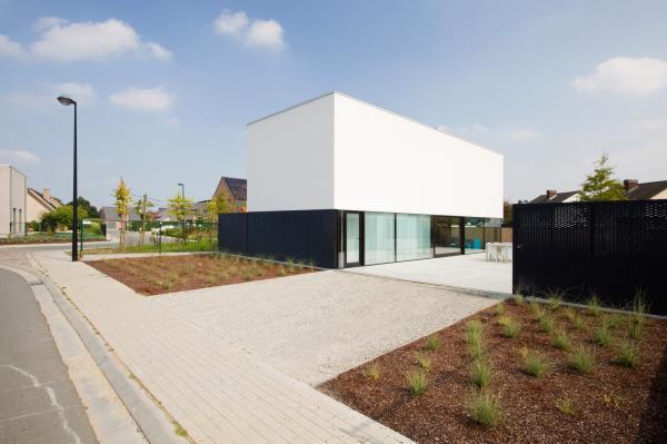 Комфортабельное жилище 21 века: дом из стекла и дерева в Бельгии (ФОТО)