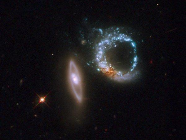 NASA показало удивительный снимок двойной галактики (ФОТО)