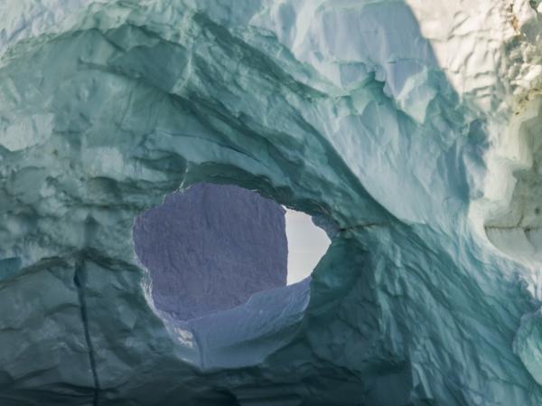 Стремительно тающие ледники Арктики на впечатляющих снимках активистки из США (ФОТО)
