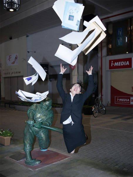 Подборка курьезных снимков с памятниками (ФОТО)