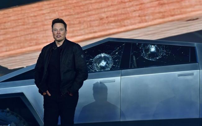 Илон Маск потерял $770 млн после презентации электропикапа Tesla, у которого разбилось бронированное стекло