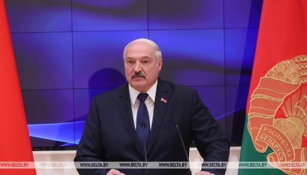 Лукашенко не намерен отдавать Беларусь России