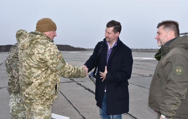Зону ООС посетила военная делегация из Канады