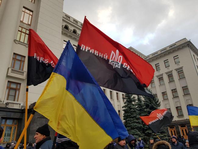 Под Офисом президента Правый сектор предупредил Зеленского, что революция может повториться