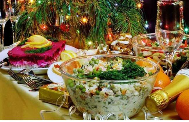 Украинцы назвали стоимость новогоднего стола