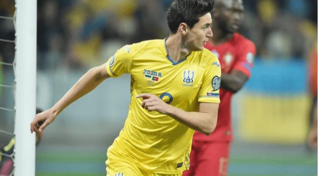 Нападающий сборной Украины выбыл из строя на 2-3 месяца