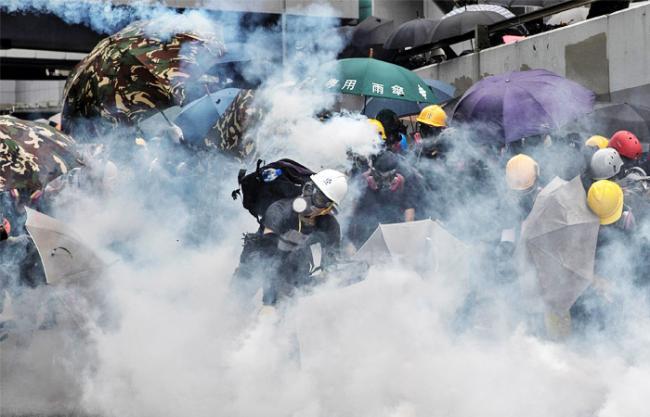 Новогодние акции протеста в Гонконге: полиция применила против тысяч демонстрантов слезоточивый газ