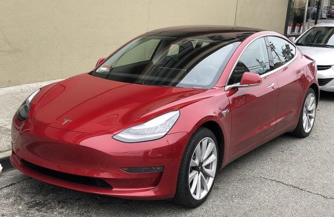 Tesla в 2019 году увеличила поставки электромобилей на 50%