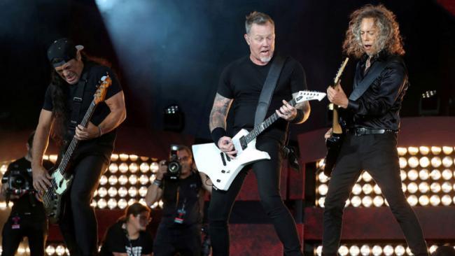 Metallica и Элтон Джон пожертвовали средства Австралии