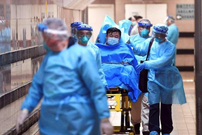 В Китае заявили, что пиковая стадия вспышки коронавируса наступит через неделю