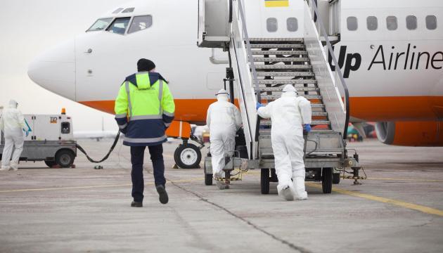 Медики не обнаружили ни одного больного среди украинцев в самолете из Уханя - Минздрав