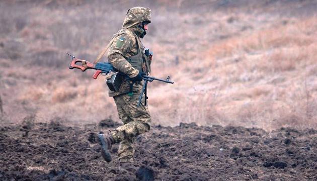 Оккупанты 20 минут обстреливали украинские позиции под Песками