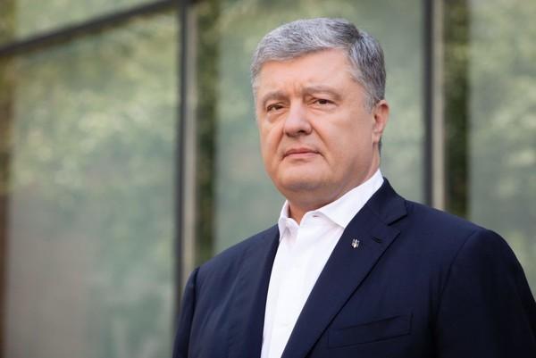 Порошенко успел вернуться в Киев из Испании до закрытия границ