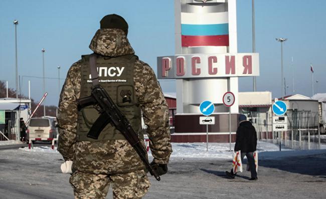 В Россию только по загранпаспортам: людей уже заворачивают на границе