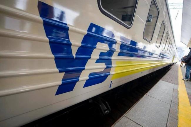 """""""Укрзализныця"""" начала ежемесячно повышать стоимость билетов на 2%: рост продлится до 31 декабря"""