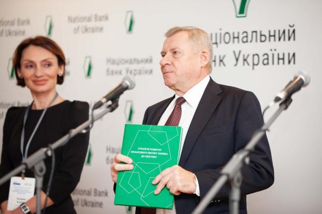Украина сейчас договаривается о двух программах с МВФ, – Смолий