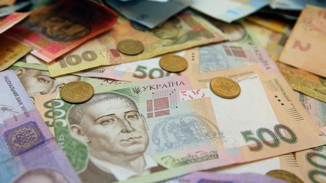 Пенсионерам в апреле выплатят тысячу гривен надбавки, а в мае повысят пенсии на 11%