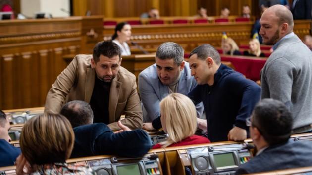 """Депутаты внесли рекордное количество поправок к """"антиколомойскому"""" законопроекту"""