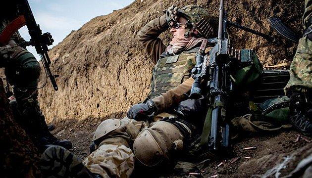 С начала суток враг семь раз нарушил режим прекращения огня на Донбассе, ранен боец ООС