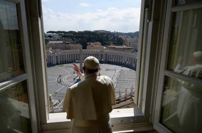 Папа Римский призвал прощать бедным странам долги и облегчать санкции во время пандемии