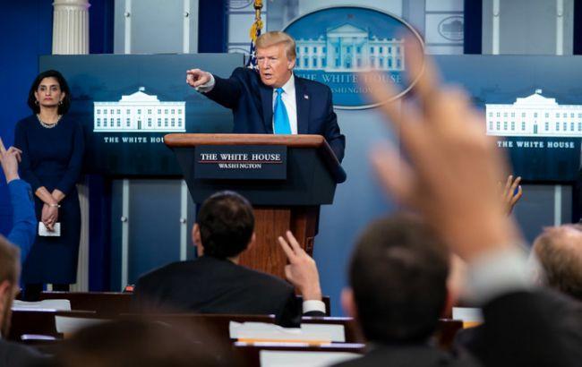 Трамп поручил спецслужбам выяснить, скрыли ли Китай и ВОЗ информацию о COVID-19