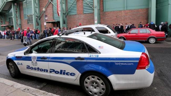 Американский полицейский оплатил покупки оставшейся без работы из-за COVID-19 женщины