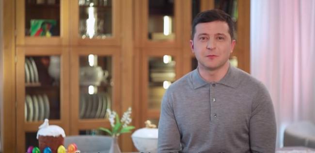Зеленский поблагодарил украинцев и духовенство за сознательность