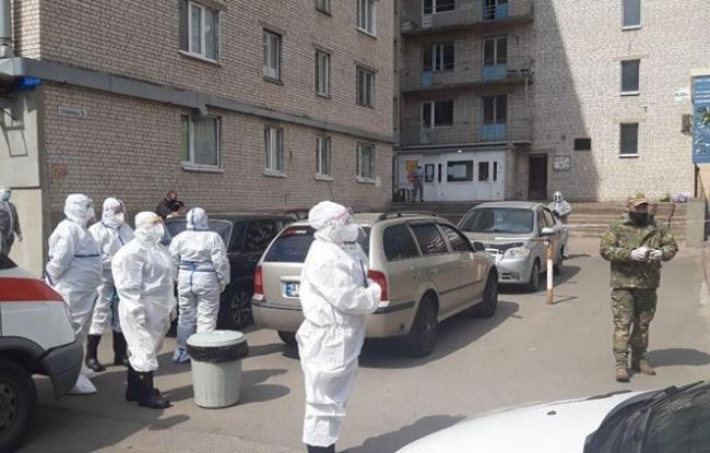 В общежитии под Киевом вспышка коронавируса: 37 инфицированных, две смерти