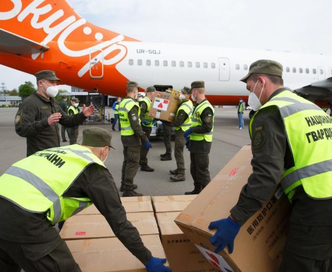 В Украину прибыл самолет из Китая с респираторами для врачей